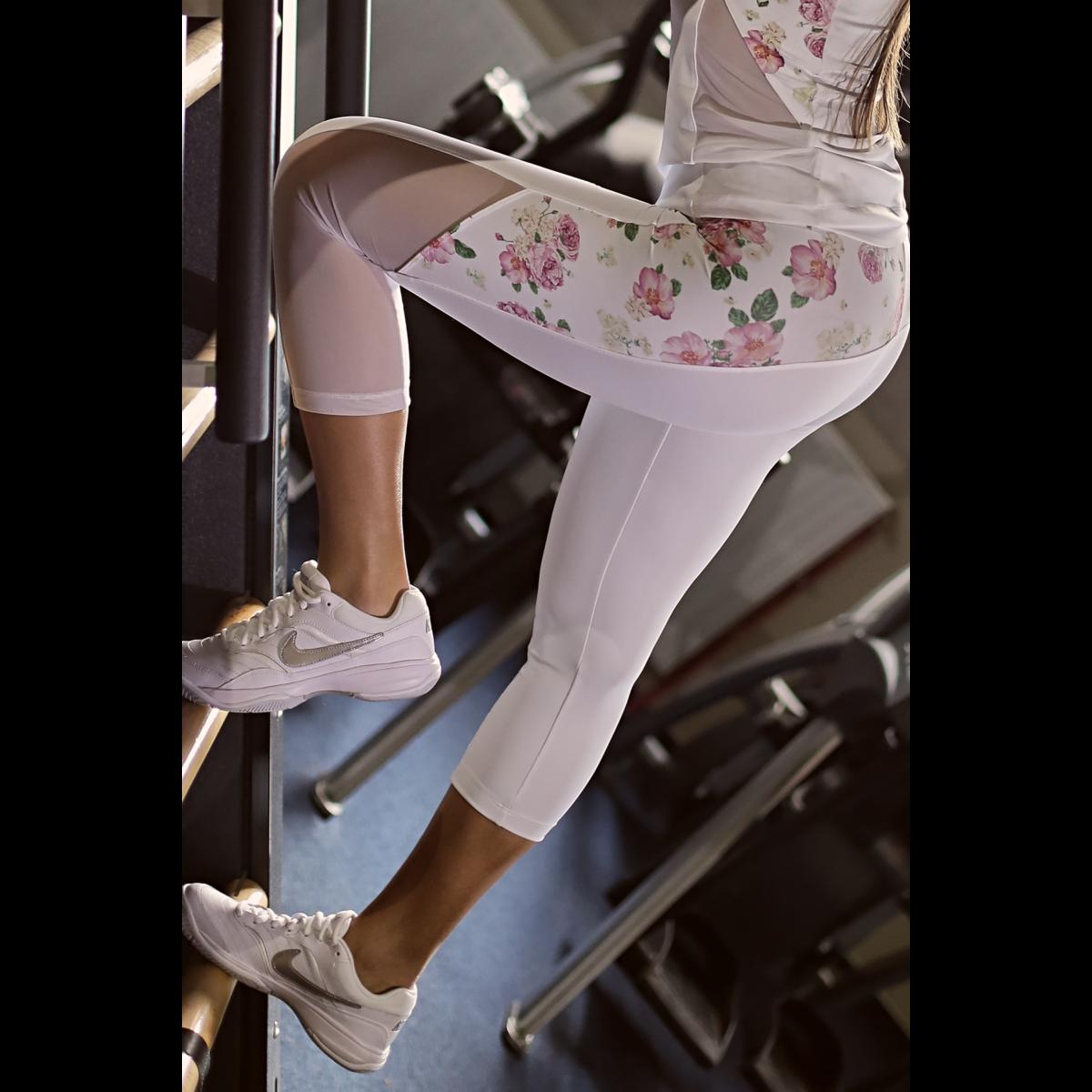 Rózsás tüll betétes hullám női fitness capri nadrág - CCK - COCKTAIL SPORT