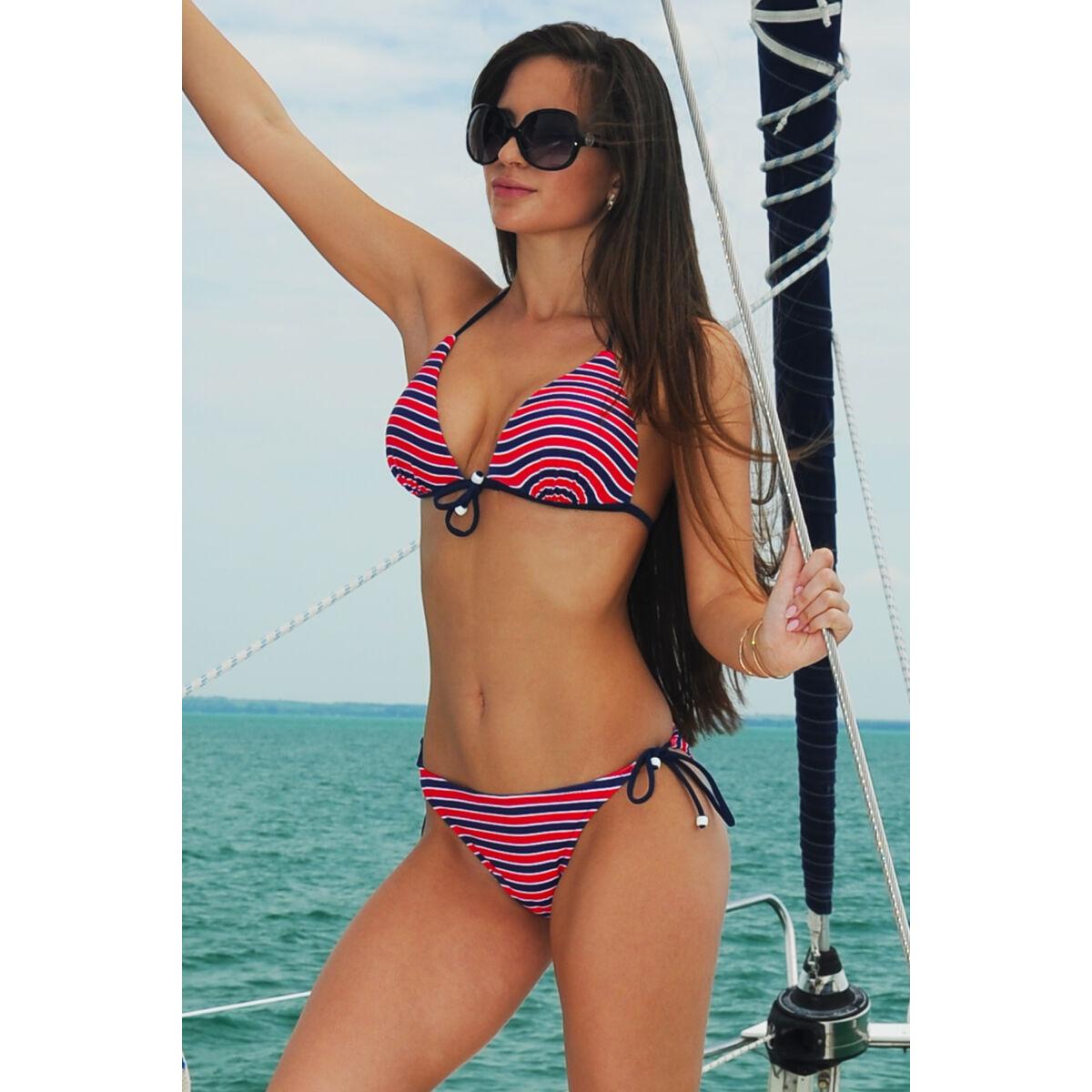 Csíkos, push up háromszög spagettipántos formakosaras bikini, oldaltkötős bugyival.