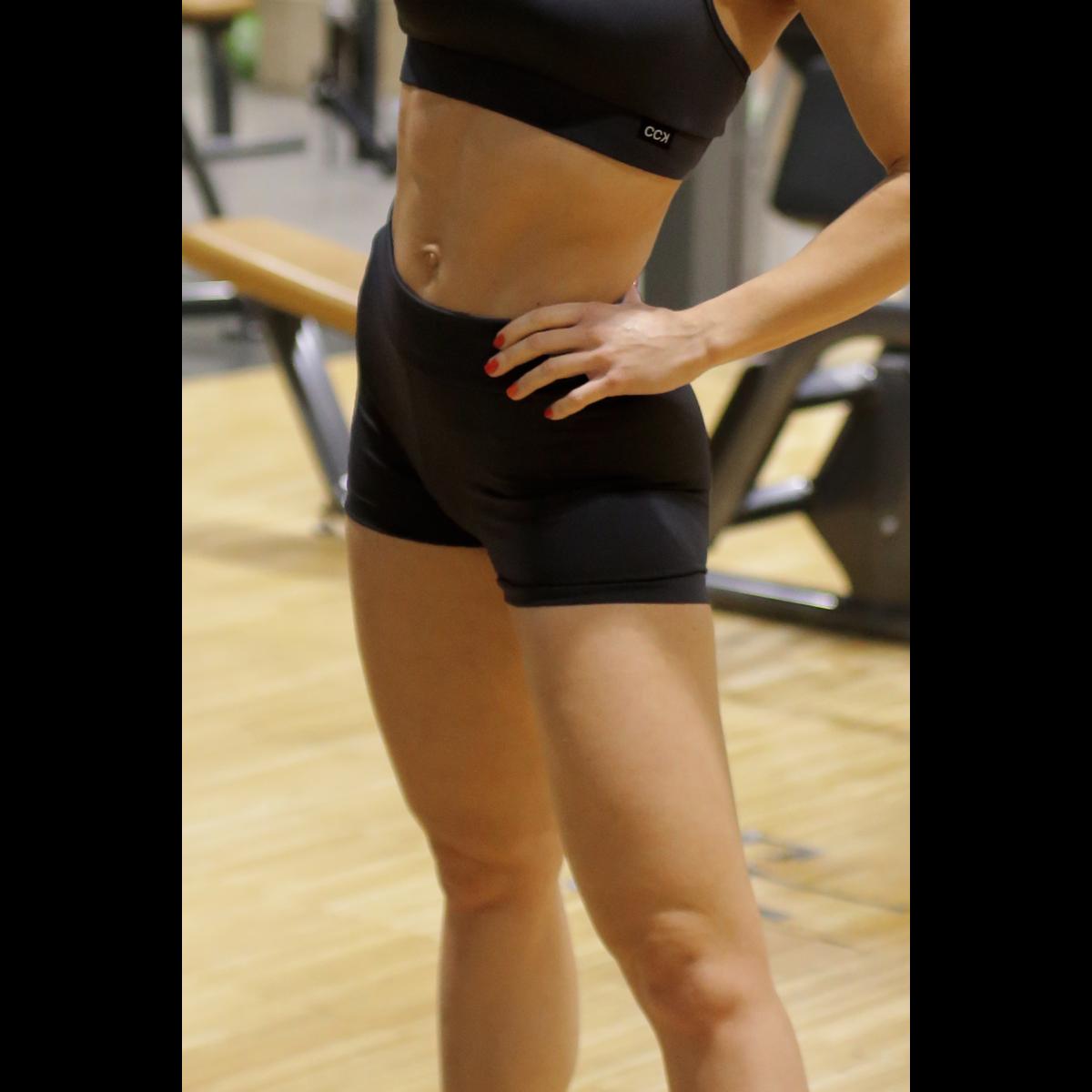 Fekete basic női fitness sport short