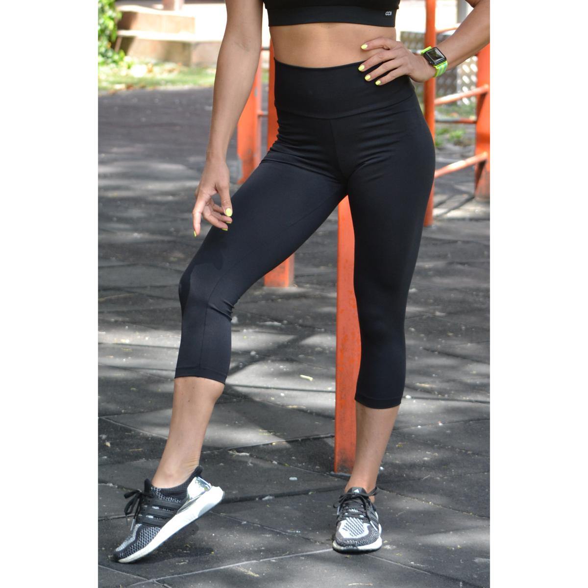 Fekete basic magasderekú női fitness sport caprinadrág