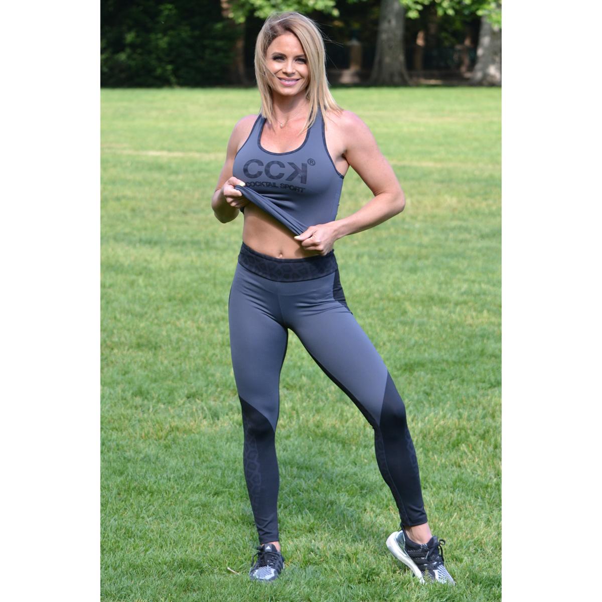 Fekete párduc nyomott mintás leggings, szürke logo atléta szett