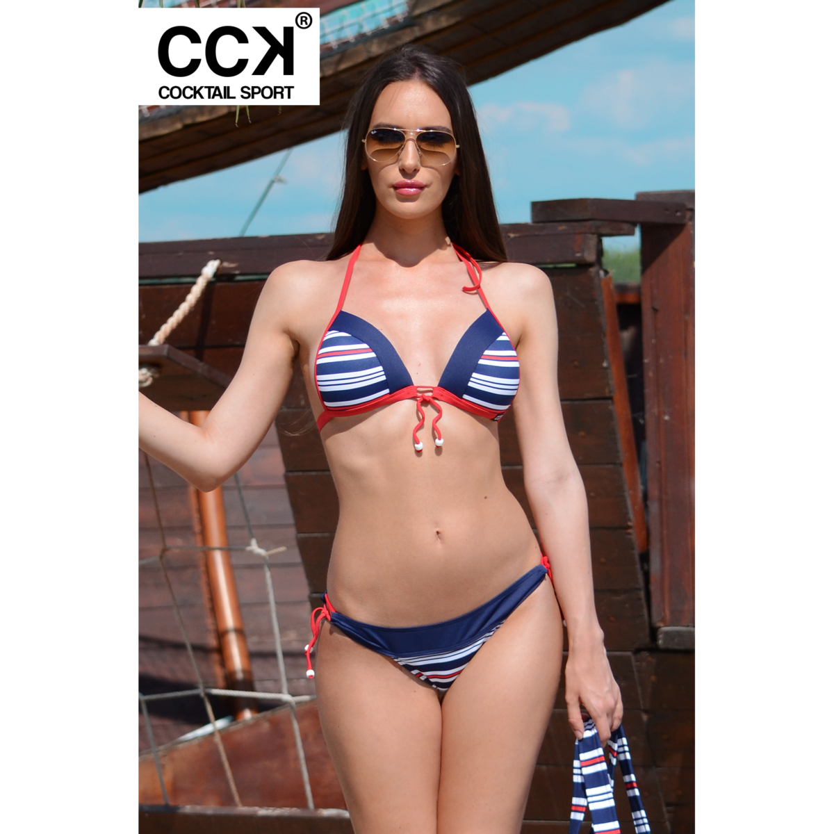 Matróz csíkos, vékonypántos push up háromszög bikini