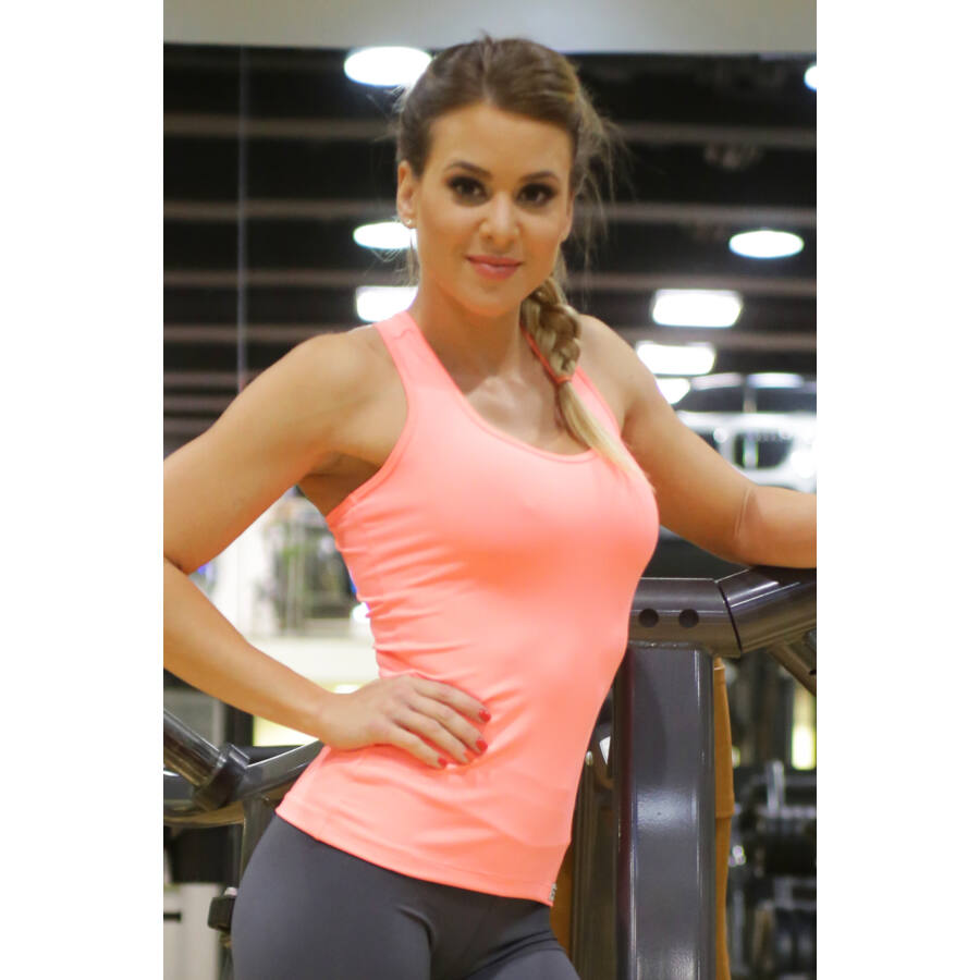 Női basic fitness atléta, korall